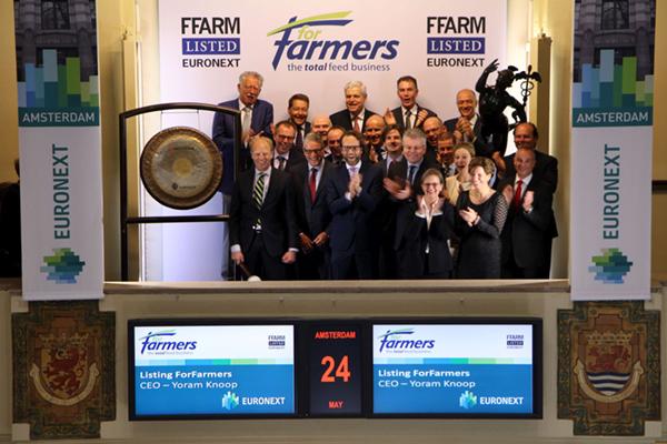 Veevoedersfabrikant ForFarmers debuteert op Amsterdamse beurs