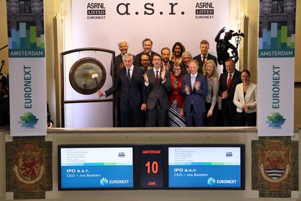 Verzekeringsmaatschappij ASR keert terug op de Amsterdamse beurs