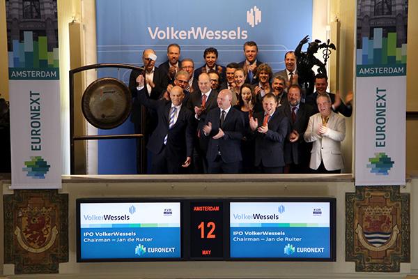 Bouwbedrijf VolkerWessels keert terug op Amsterdamse beurs
